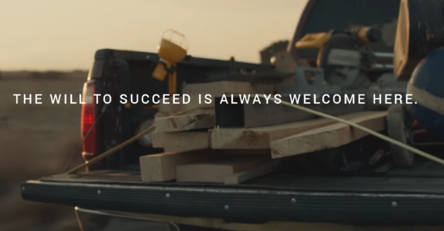 źródło: YouTube.com/84 Lumber Super Bowl Commercial - The Journey Begins