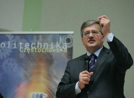 Kaczyński nie korzysta z social media, Napieralski z e-bankowości