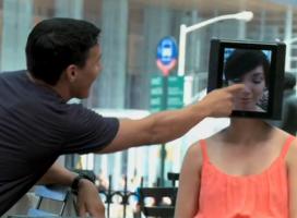 Dziewczyna z iPadem na głowie. Cosmopolitan dla facetów?