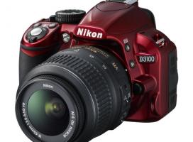 Czerwona lustrzanka. Pierwszy kolorowy aparat od Nikona