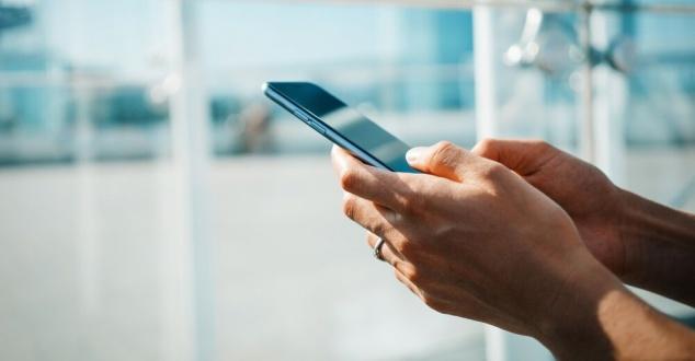 Z SMS-ów nadal korzysta ponad 96 proc. Polaków. Jak wykorzystać ich możliwości w marketingu?