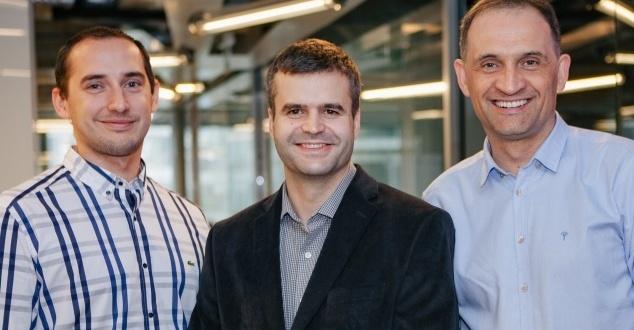 Na zdjęciu od lewej: Paweł Bochenek, Krzysztof Michałowski i Artur Gortych (fot. Filmweb)