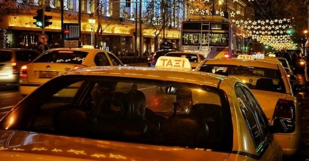 Taksówki w Grecji. Fot. Gavriil Papadiotis, Flickr (CC)