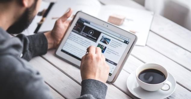 Statystyczny internauta w maju spędzał w sieci 2 godz. 37 min dziennie