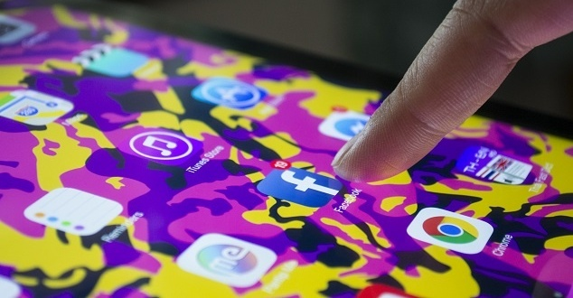Rosyjscy twórcy fake'owych kont wydali ogromne pieniądze na reklamy na Facebooku