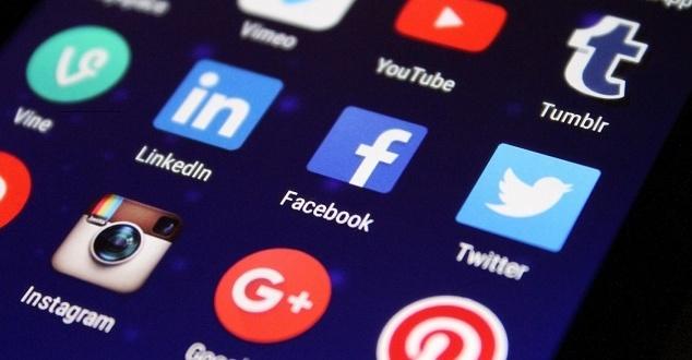 Facebook i Google muszą wziąć odpowiedzialność za treści