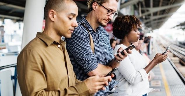 W 2017 roku Polacy wysłali prawie 50 miliardów SMS-ów. To 2% mniej niż 12 miesięcy wcześniej