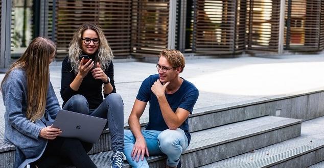 Uczniowie każdego dnia spędzają w internecie średnio 4 godziny