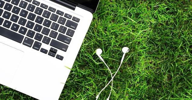 Goumbik, Pixabay - laptop, komputer, praca zdalna