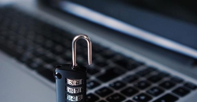 Fot.: TheDigitalWay, Pixabay - dane osobowe, haker, klawiatura, bezpieczeństwo