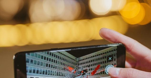 Fot.: Nawer - adidas, smartfon