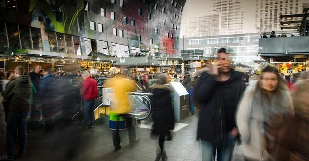Liczba kupujących w internecie rośnie. 62% polskich internautów robi zakupy w sieci [RAPORT]