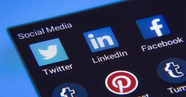 Savoir vivre w social mediach. Sprawdź, czy spełniasz kryteria