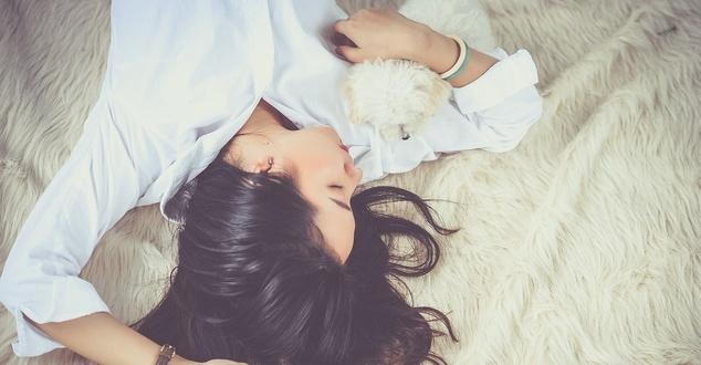 odpoczynek, kobieta, hotel, fot. cuncon, pixabay