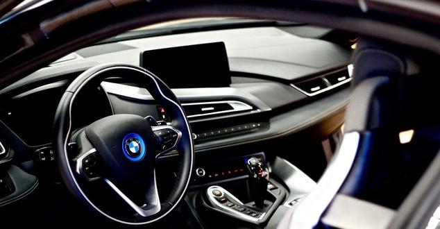 BMW, samochód, fot. albertoadan, pixabay