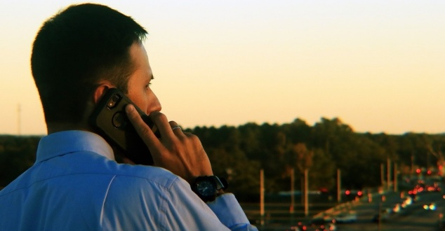 mężczyzna, telefon, smartfon, biznes, fot. CardinalComms, pixabay