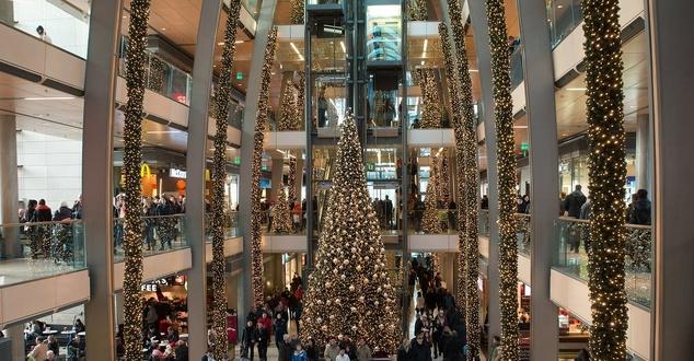 Nowe zagraniczne marki wchodzą do galerii handlowych, bo Polacy mogą coraz więcej kupować [BADANIE]
