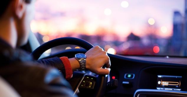 Samochody używane kupowane przez internet. Kim jest statystyczny klient?