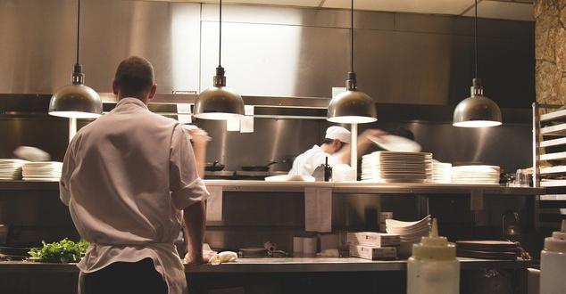 Platformy do zamawiania jedzenia. Jak wpływają na sektor restauracyjny? [badanie Deloitte]