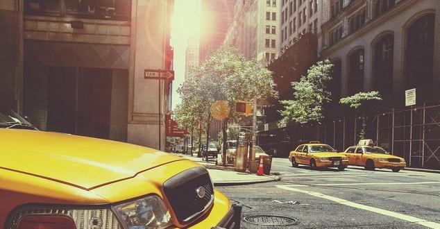 Oto przedmioty, które najczęściej gubimy w taksówkach i w Uberze