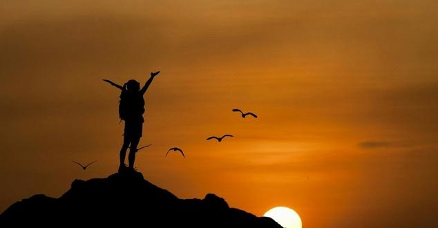 zaufanie, kobieta, krajobraz, fot. mohamed hassanm, pixabay