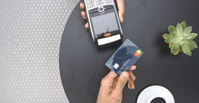 płatność zbliżeniowa, płatność kartą, karta, fot. Mastercard