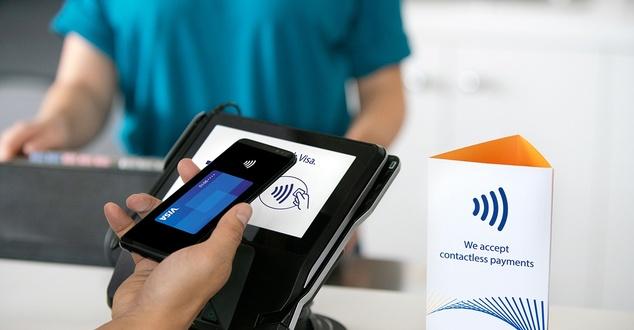 Popularność płatności bezdotykowych w górę. Zdominowały one transakcje kartowe