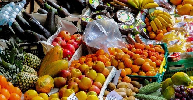 Żywność ekologiczną coraz częściej kupujemy online. Rynek ten urósł o 30 procent