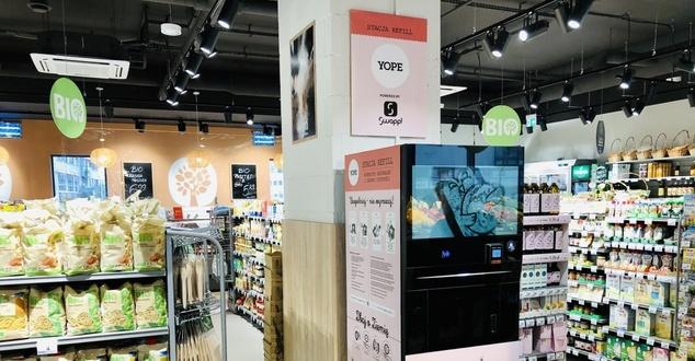 Carrefour uruchomił stację refillingową. Ekologiczne rozwiązanie pozwoli oszczędzić na kosmetykach