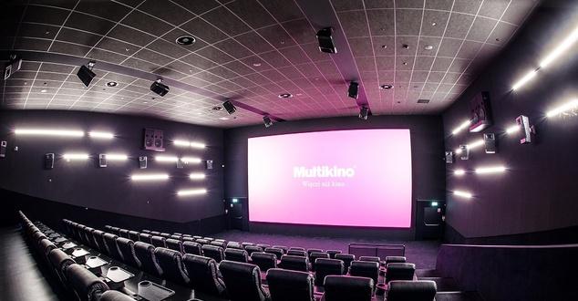 """Rekordowy weekend w kinach, bo już nie boimy się pandemii. Tłumy na """"25 lat niewinności. Sprawie Tomka Komendy"""""""