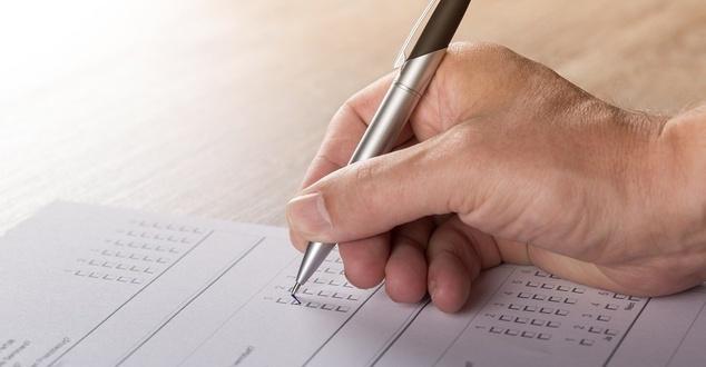 głosowanie, ocena, wyniki, kartka, długopis, fot. andibreit, pixabay