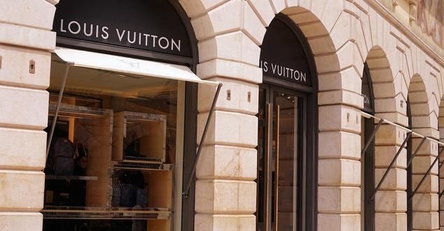 Louis Vuitton, luksus, zakupy, fot. webandi, pixabay
