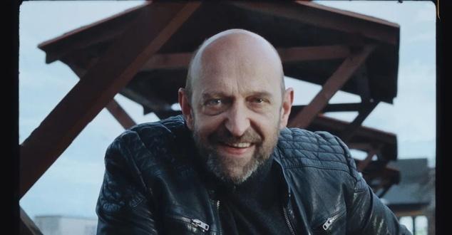 Janusz Chabior w nowej kampanii OLX promującej usługę przesyłki