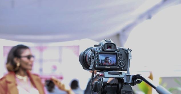 wywiad, aparat, kamera, fot. pexels, pixabay