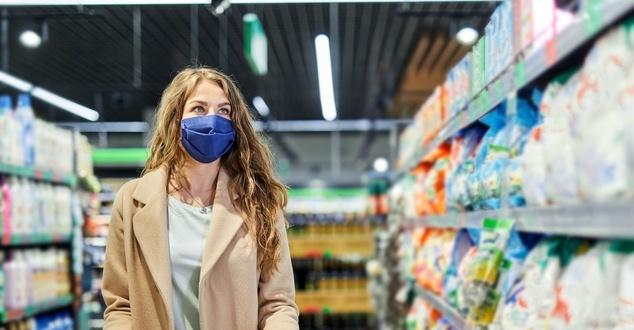 Zmiany cen żywności w 2021 roku. Jak zakupy tradycyjne wypadają na tle segmentu e-grocery?
