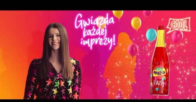 Viki Gabor i Roxie Węgiel w nowej kampanii Oranżady Hellena