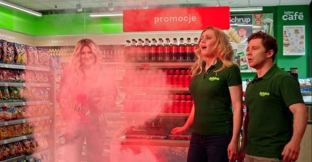 Beata Kozidrak reklamuje nową Coca-Colę Zero Cukru we współpracy z siecią Żabka