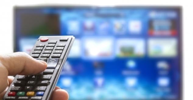 Ponad 90 proc. polskich internautów w czasie bloków reklamowych w telewizji korzysta ze smartfona