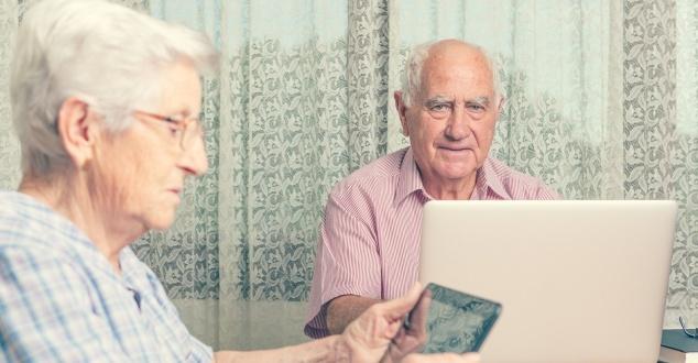 Jak pokolenie 55+ korzysta z internetu? [INFOGRAFIKA]