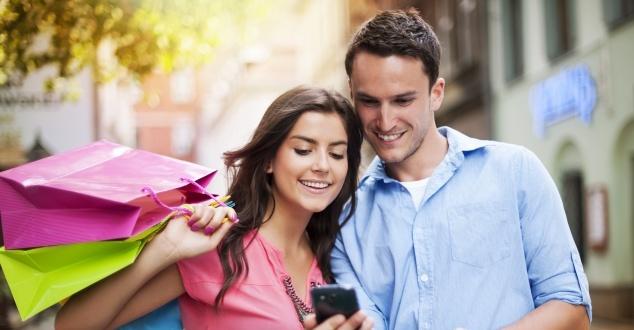 W walce o klientów sklepy muszą łączyć zalety sprzedaży stacjonarnej i internetowej