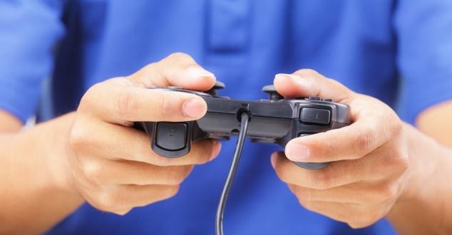 92 procent polskich internautów gra. Panowie na PC, panie na smartfonach