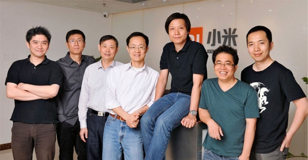 Lei Jun (siedzi), Ben Li (czwarty od lewej) [fot. Xiaomi]