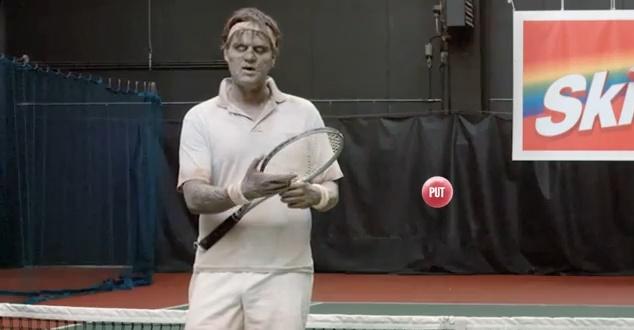 Dotknij rękę zombie w reklamie Skittles